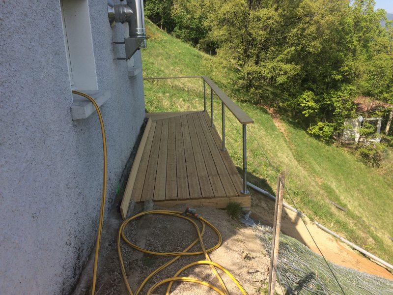 Balcon métallique revêtu en bois suite glissement terrain